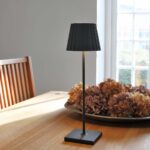 2_6002_lucy_antracit_lightson_unplugged_dinnertable_72dpi