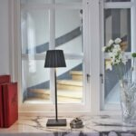 2_6002_lucy_antracit_lightson_unplugged_windowsill_72dpi