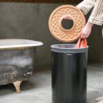 laundry_bin_60l_cork_lid_-_matt_black_-_8710755120022_brabantia_96dpi_683x1024px_e_nr-13833