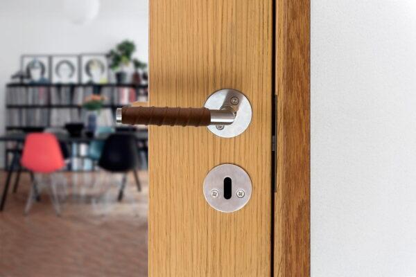Dörrhandtag Beslag Design Kastrup 04 Läderinlindat